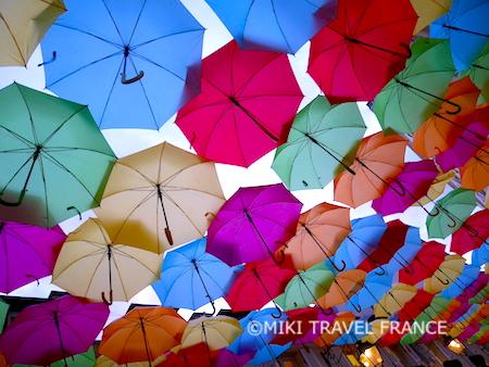 空を覆う傘